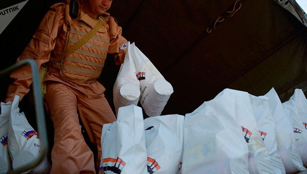 Militares rusos reparten en un d  a m  s de     toneladas de ayuda       pages