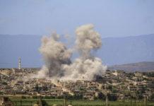 Una humareda en el pueblo de Al Habit, Idlib (Siria)