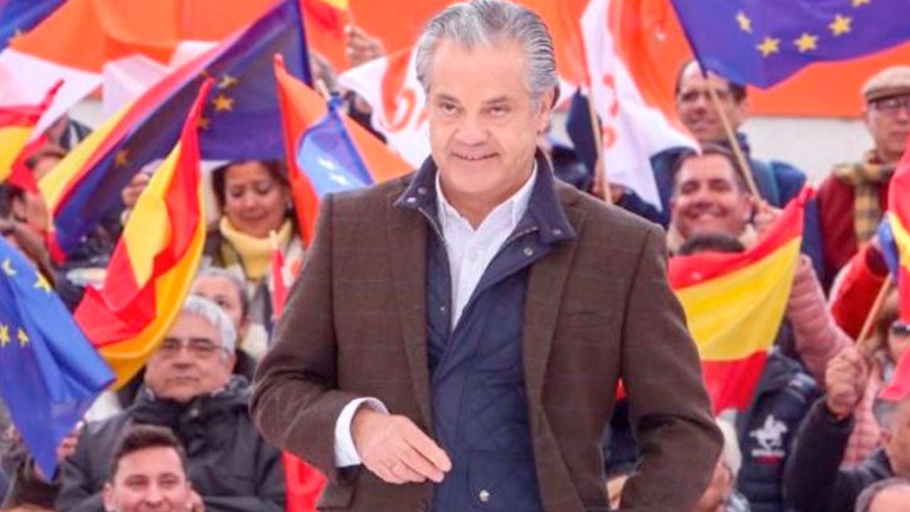 El millonario fascista y diputado de C´s, Marco De Quinto, insulta a los migrantes del «Open Arms»