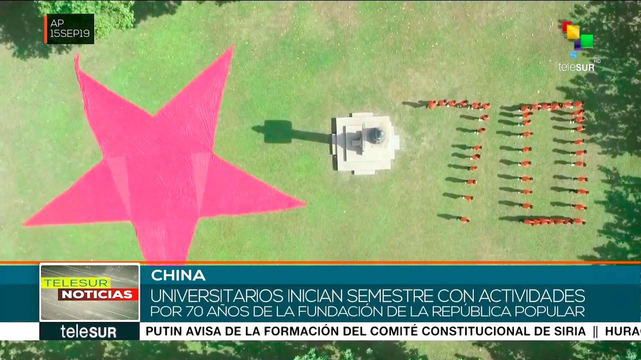 China: estudiantes celebran 70 aniversario de la República Popular.