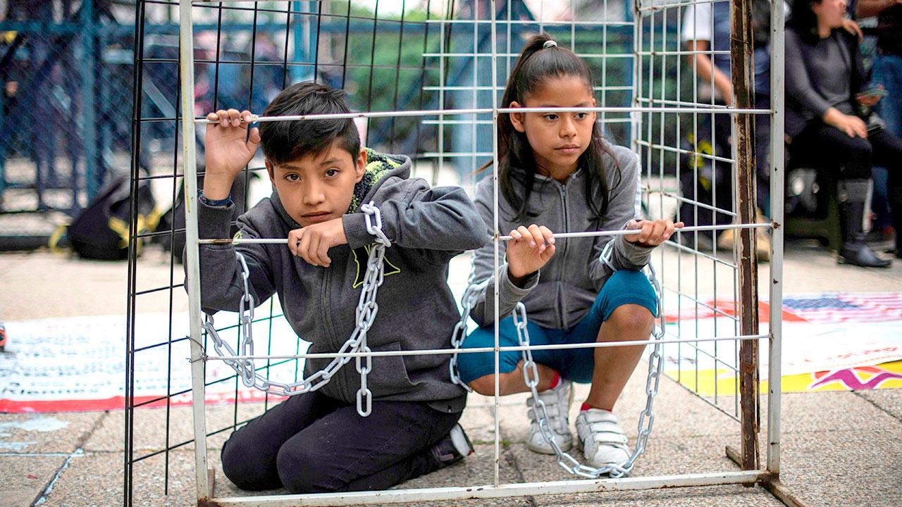 Niños en jaulas: 13.000 menores de edad migrantes expulsados por Estados Unidos han sido torturados.